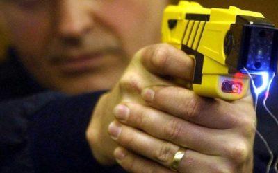 Compostela Aberta pedirá no Pleno a retirada das pistolas Táser que veñen de ser adquiridas para a Policía Local