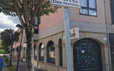 Compostela Aberta pide que se repoñan os elementos que impedían o acceso de vehículos ao parque infantil de Vidán